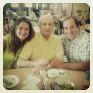 con papá y mi hermano claudio